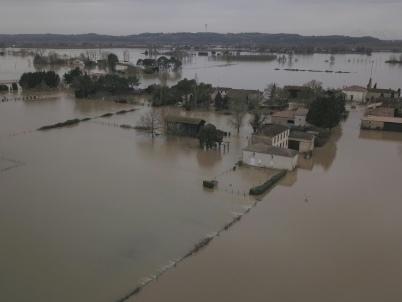 """Inondations: Castex en Lot-et-Garonne par """"solidarité"""", la Charente en crue"""