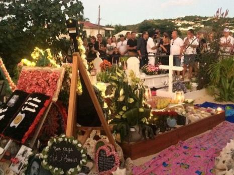 Le cercueil de Johnny Hallyday transféré dans un caveau à Saint-Barth