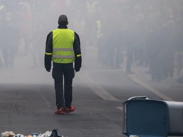 Gilets jaunes, un premier anniversaire dans les gaz lacrymogènes