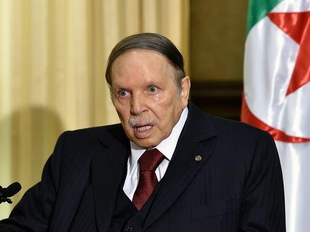 Algérie : Abdelaziz Bouteflika renonce à briguer un cinquième mandat, l'élection présidentielle reportée
