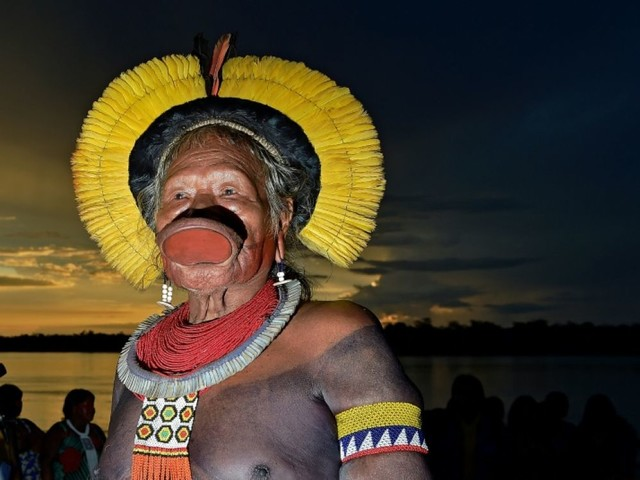 Raoni réunit les indiens du Brésil contre Bolsonaro