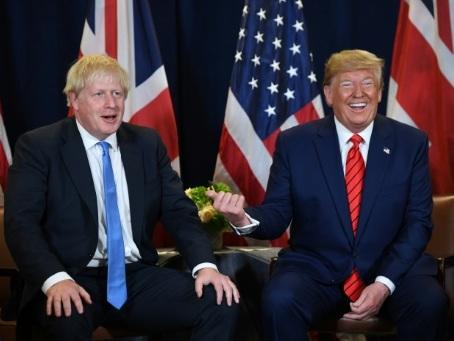 Face aux difficultés de Boris Johnson, Trump offre son soutien indéfectible