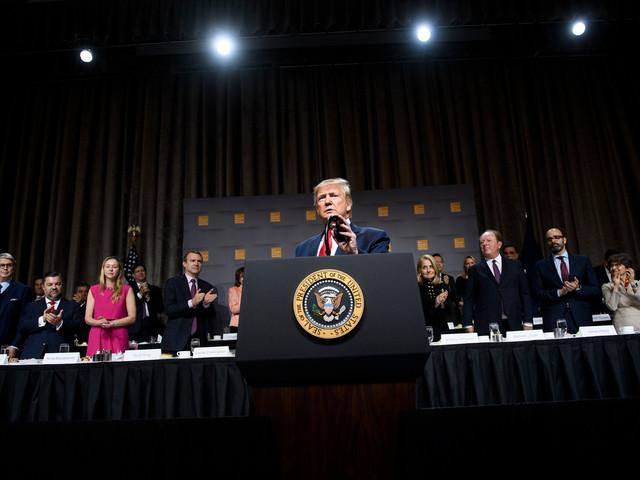Destitution de Trump: les auditions publiques commencent, la bataille s'intensifie