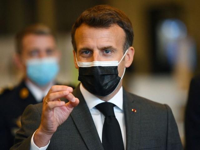 """Covid-19 : Macron """"favorable"""" à la levée des brevets sur les vaccins, la gauche moque un revirement"""