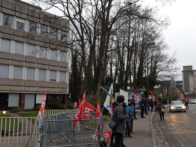 Des enseignants mobilisés contre leur ministre et la réforme des retraites à Évreux et à Rouen