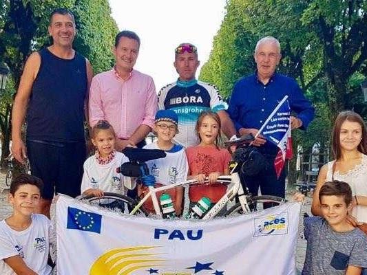 Un tour de France à vélo pour rencontrer Lalie, victime d' un AVC avant sa naissance