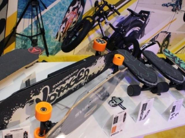 CES: scooter pliable et e-skate, la mobilité du futur sans voitures