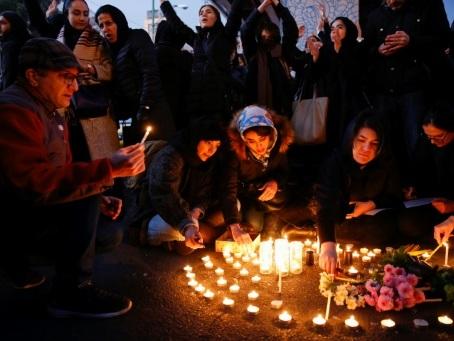 Avion abattu par l'Iran: la police disperse une manifestation étudiante à Téhéran
