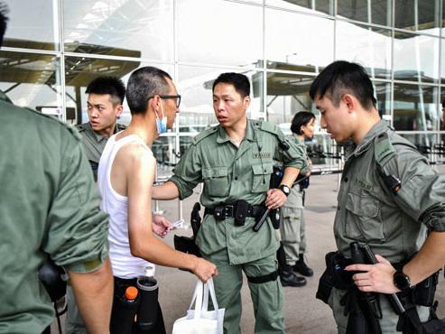Gros déploiement policier à Hong Kong pour déjouer les actions contre l'aéroport