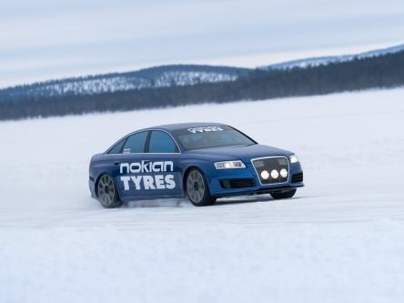 VIDEO. A 280 km/h sur la glace avec une Audi RS6