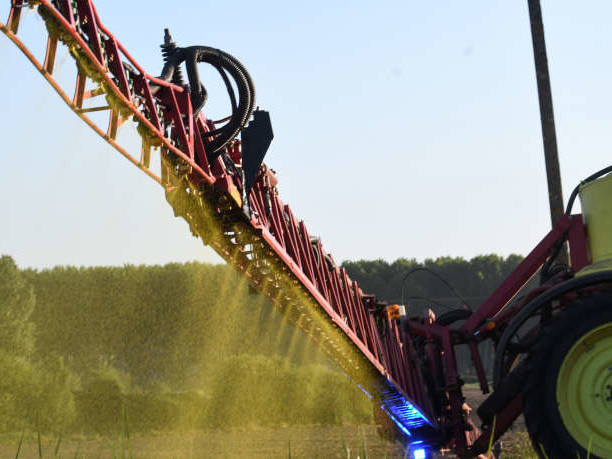 Pesticides: la fronde s'élargit contre les distances d'épandage du gouvernement