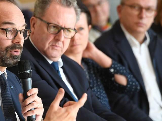 Edouard Philippe veut débattre de «contreparties» aux aides sociales