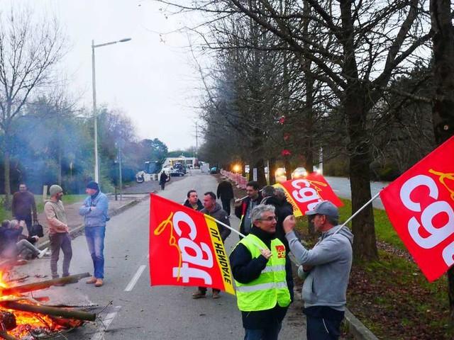 Grève à Bayonne : le dépôt des bus Chronoplus bloqué par des manifestants