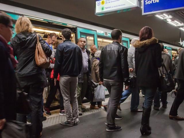 Pendant la grève RATP, comment recréer sa bulle dans les transports quand on est stressé