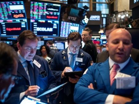 Wall Street termine en ordre dispersé, freinée par les incertitudes commerciales