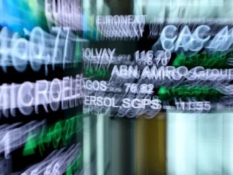 Les Bourses asiatiques rechutent après la riposte iranienne, brève flambée du pétrole