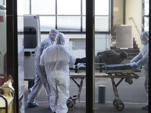 Pourquoi le coronavirus tue-t-il plus les hommes que les femmes?