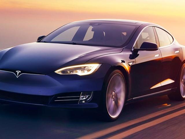 """Tesla conteste une pétition accusant ses voitures """"d'accélérer involontairement seules"""""""