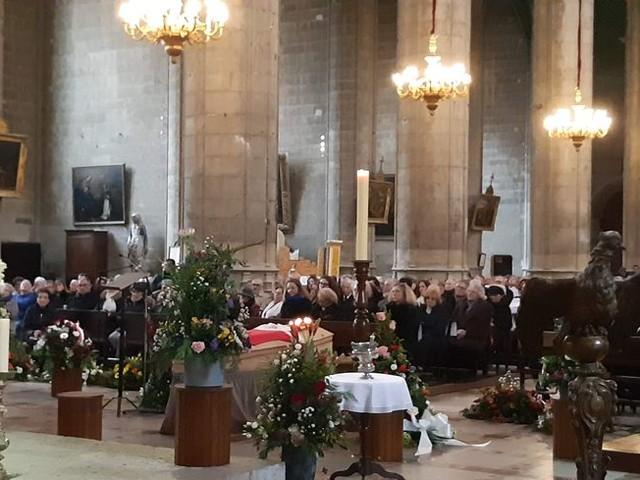 Plusieurs centaines de personnes assistent aux obsèques d'André Daguin à Auch
