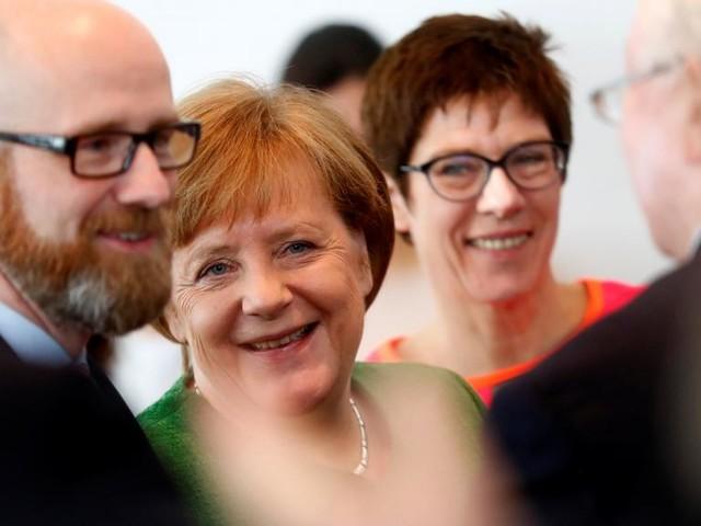 Allemagne: Merkel présente la nouvelle secrétaire générale de la CDU