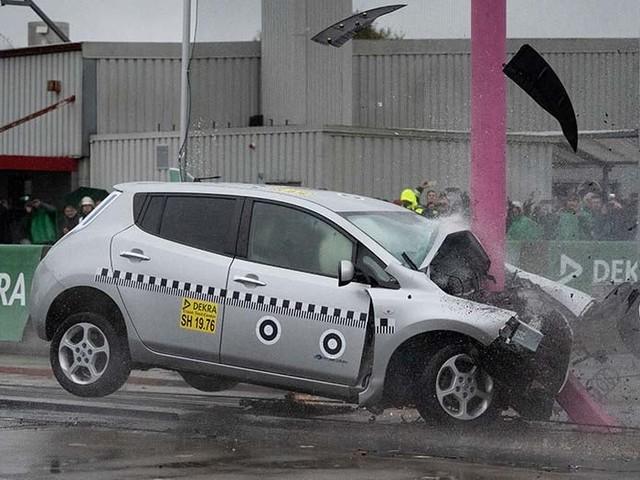 Les voitures électriques ne sont pas plus dangereuses que les autres, révèle des crash-tests
