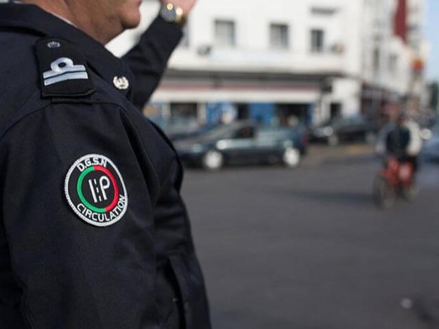 Un policier filmé en flagrant délit de vol
