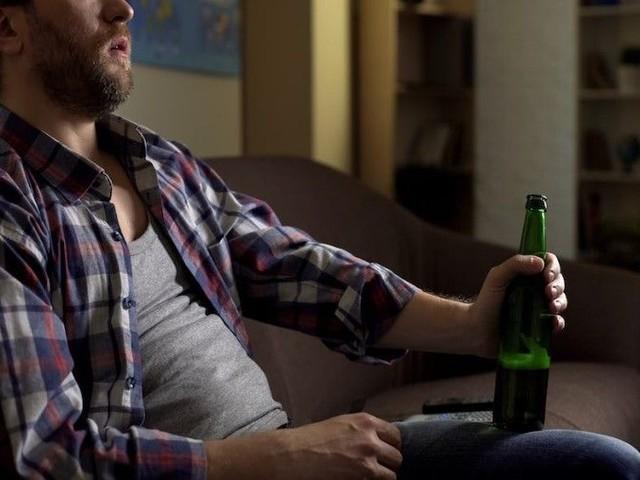Dordogne : en colère parce que sa bière n'est pas fraîche, un homme étrange son épouse
