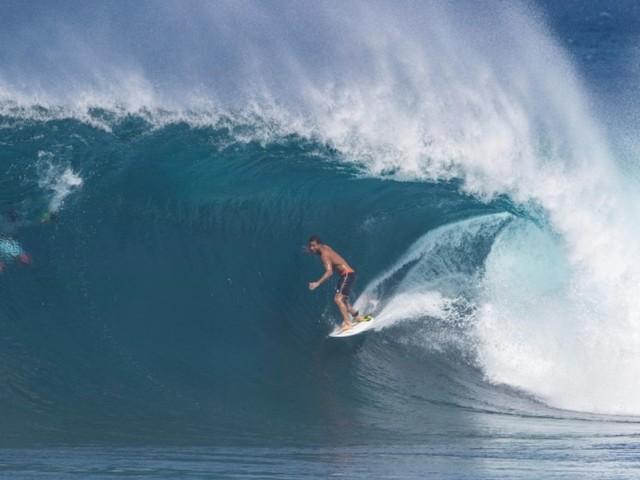 Surf: Le Français Michel Bourez empoche son billet pour les JO-2020