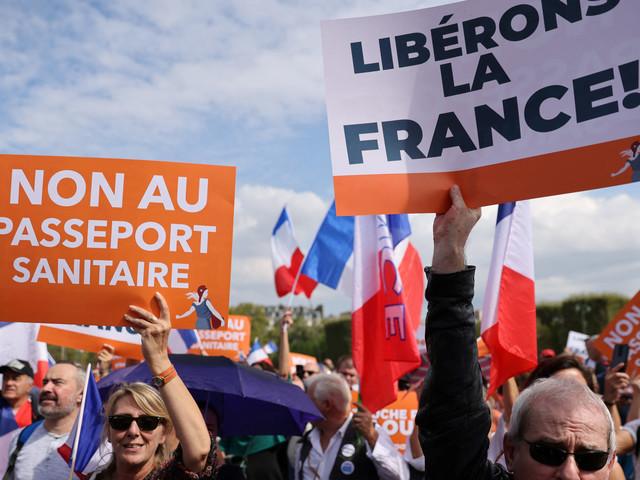 Des milliers de personnes à nouveau dans les rues contre le pass sanitaire ce samedi en France (vidéo)