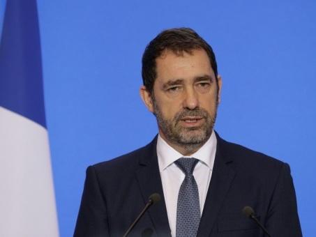 """Fourgon de police attaqué: l'Intérieur dénonce une violence """"insupportable"""""""