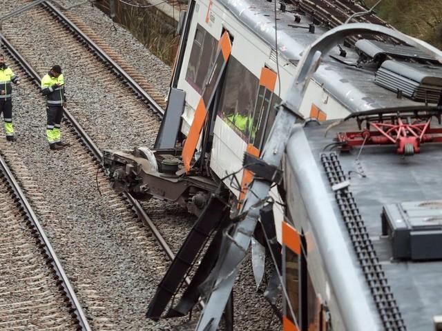 À Vacarisses près de Barcelone, un glissement de terrain fait dérailler un train