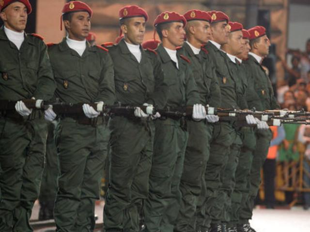 """""""Jeunesses en devenir et service national"""", deux éditorialistes confrontent leurs idées sur le service militaire"""