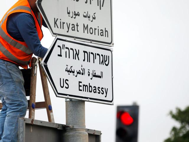 Jérusalem: Installation des panneaux indiquant la nouvelle ambassade américaine