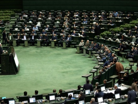 """L'Iran annonce un budget de """"résistance"""" contre les sanctions américaines"""