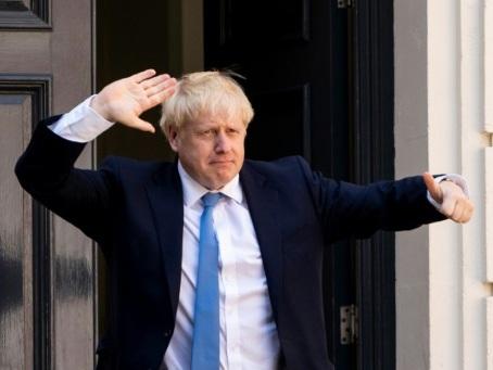 Boris Johnson tente d'imposer sa vision du Brexit à Berlin puis Paris