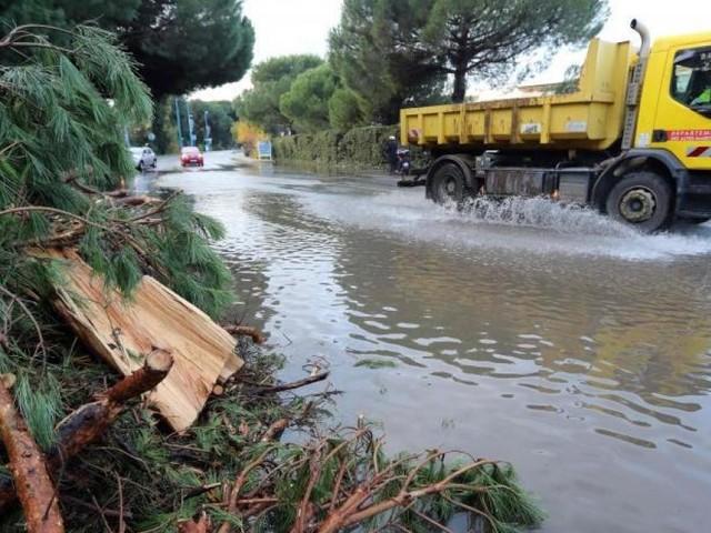 Les intempéries font une nouvelle victime en France: un homme de 72 ans meurt après la chute d'un arbre au Pays basque