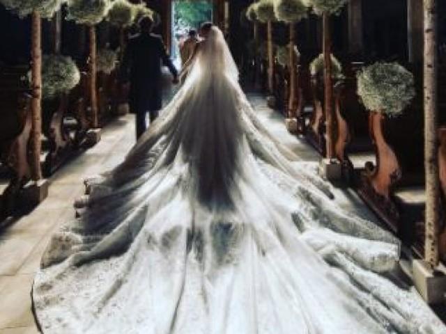 La robe de mariée de l'héritière Victoria Swarovski pesait 46 kilos tellement il y avait de cristaux