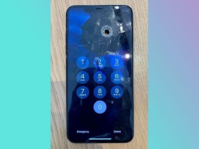 iPhone 11 Pro Max : transpercé par une balle perdue, le smartphone fonctionne toujours !