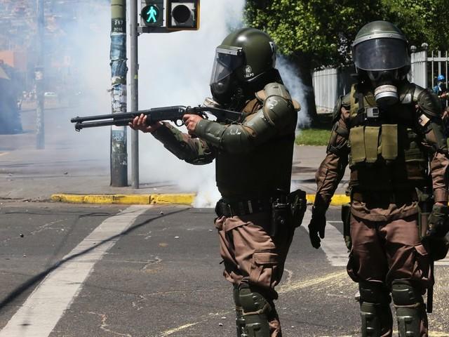 Au Chili, la police suspend l'utilisation de munitions controversées