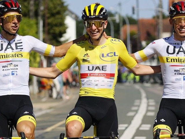 Tadej Pogacar remporte un deuxième Tour de France