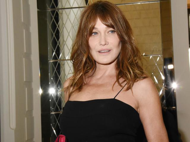 """Carla Bruni se confie sur son féminisme... et ses """"rapports sexuels fantastiques"""" avec Sarkozy"""