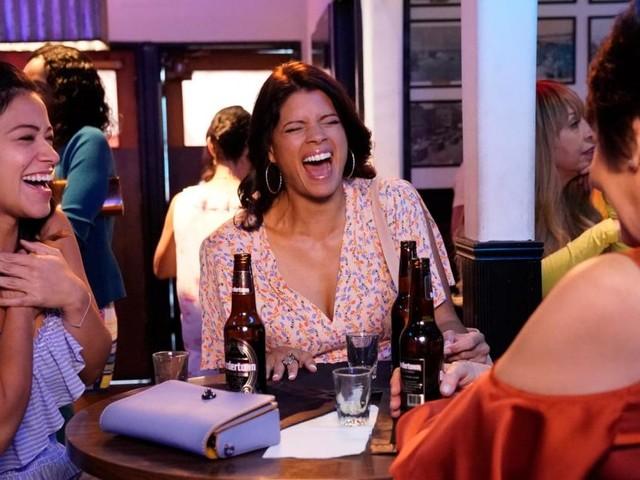 Jane The Virgin saison 4 : Episode 7, un espoir pour le couple Jane et Rafael ? Un mort ? Notre critique du Mid-Season Finale