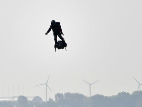 """""""Seconde manche"""" pour Franky Zapata et sa machine volante"""