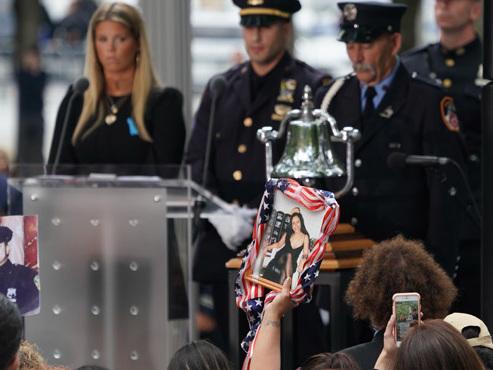 """""""Vous serez toujours les héros"""": 18 ans après, l'Amérique rend hommage aux victimes du 11 septembre"""