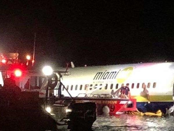 Vidéo. Un Boeing 737 rate son atterrissage et finit dans un fleuve en Floride