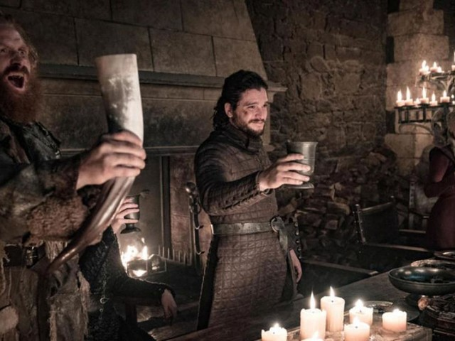 Game of Thrones saison 8 : Emilia Clarke balance le responsable du gobelet Starbucks dans l'épisode 4 !