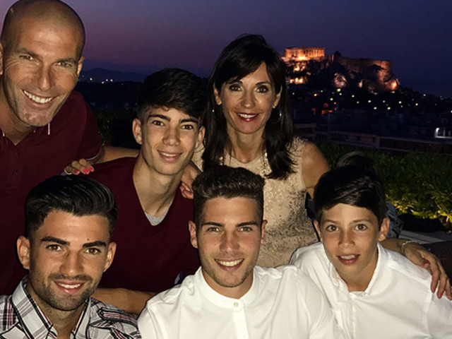 PHOTOS Zinédine Zidane entouré de sa femme et ses quatre fils pour fêter ses 45 ans