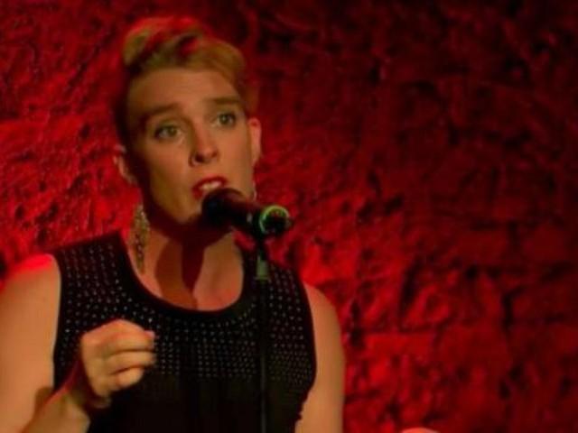 La chanteuse Barbara Weldens meurt, sans doute électrocutée, lors d'un concert donné ce mercredi soir