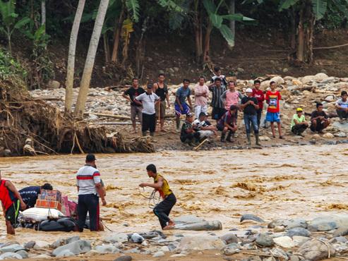 Au moins 23 morts dans les inondations à Jakarta en Indonésie