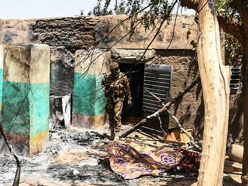 160 habitants d'un village Peul massacrés au Mali: terrifiés, des survivants témoignent